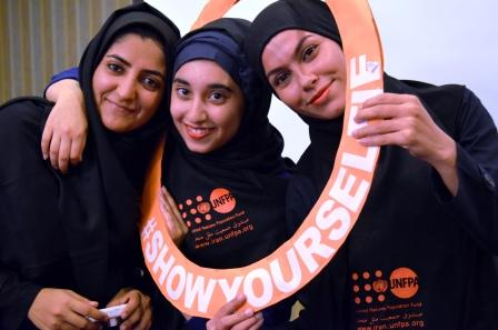 "32-iranian-youth-volunteer-women-""show-their-selfies"""